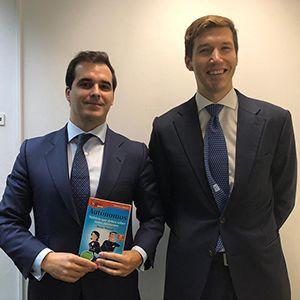Igor de la Sota y Gonzalo Martínez ya tienen su GuíaBurros para autónomos