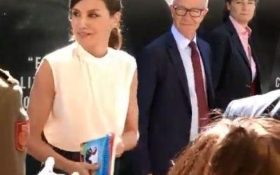 La Reina Letizia con el «Guíaburros: Autónomos», de Borja Pascual
