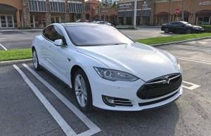 Ο τυχερός οδηγός αγόρασε ένα Tesla Model S με μόλις 15.000 $