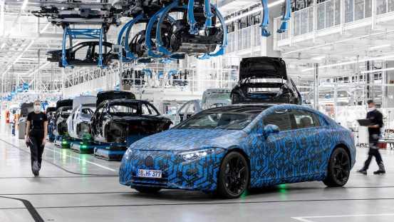 Το νέο ηλεκτρικό sedan δείχνει τη στέγη του (βίντεο)