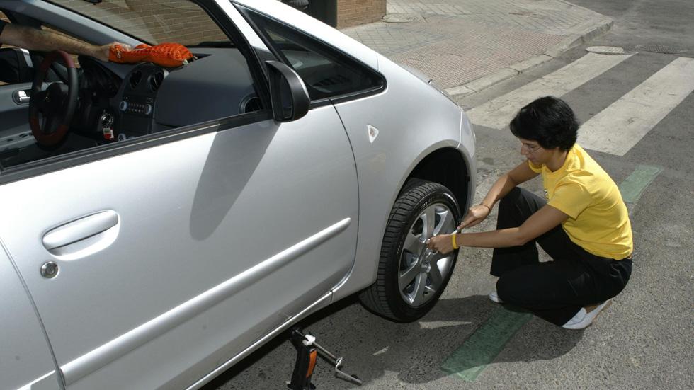 Las 10 herramientas que debes llevar en tu coche
