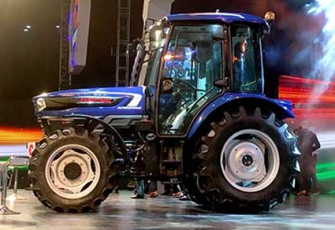 Tractor-bkt