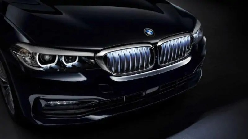 BMW introduce la griglia luminosa LED