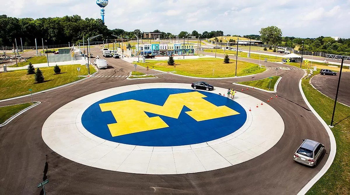 Università del Michigan via ai test del 5G per l'auto connessa