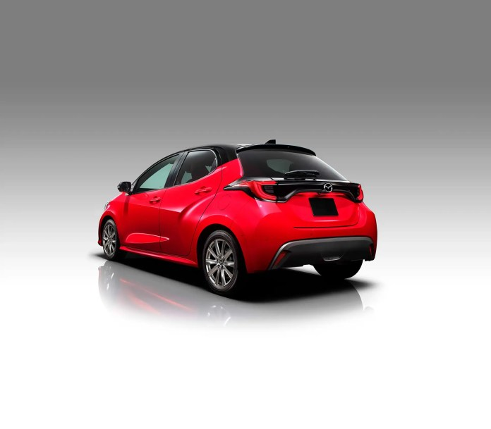Nuova Mazda 2 2022, il Rendering su base Toyota Yaris
