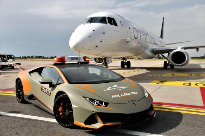 Lamborghini Huracán Evo diventa follow-me car a Bologna