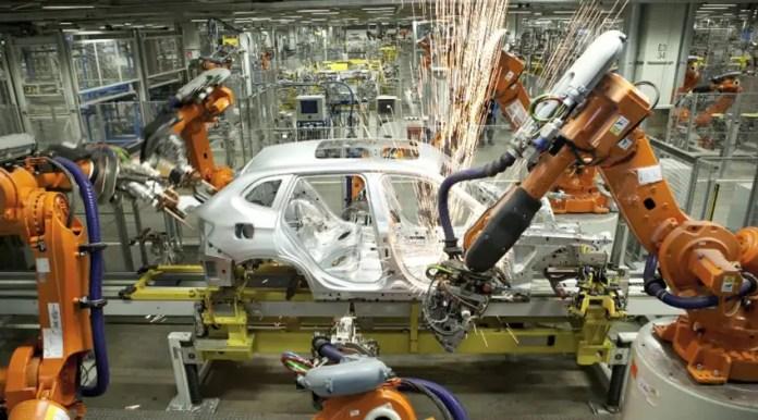 Crisi dei Chip: BMW produce 10.000 auto in meno