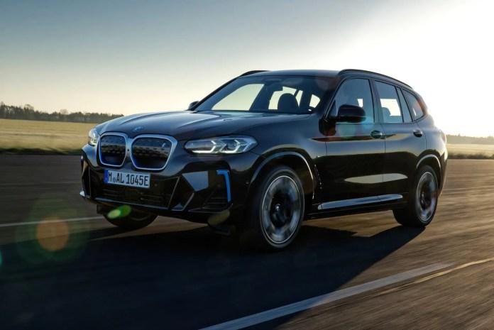 Nuova BMW iX3 2022, il SUV elettrico nel Restyling