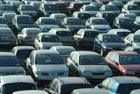 """crisi-auto-1 Vendite auto: -30% a novembre 2008, può esserci qualcosa di """"positivo""""?"""