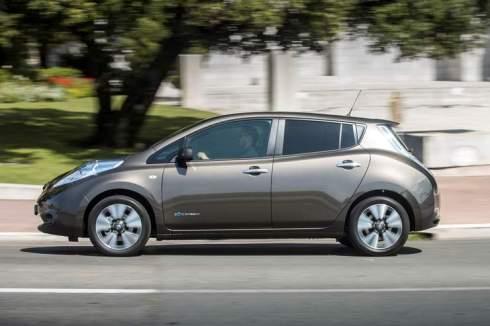 137027_1_5 Auto elettriche: aumenta l'autonomia di Nissan Leaf 2016