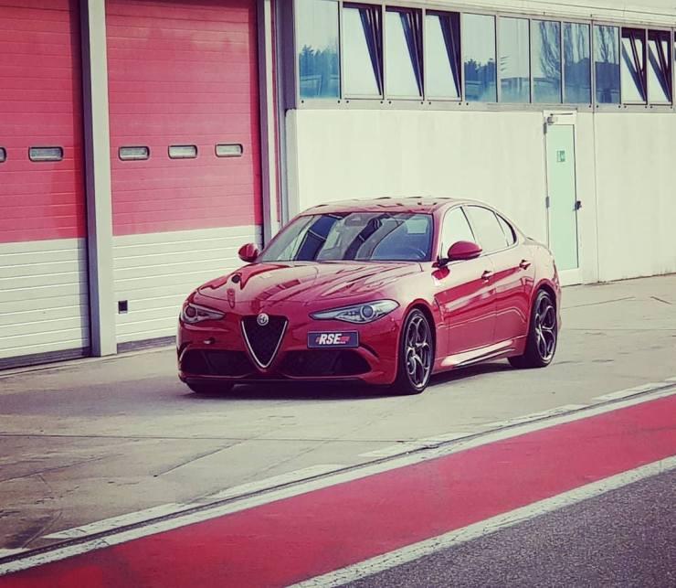 Giulia-Quadrifoglio-Alfa-Romeo-prova-su-strada Giulia Quadrifoglio: scopriamo la super car di casa Alfa Romeo