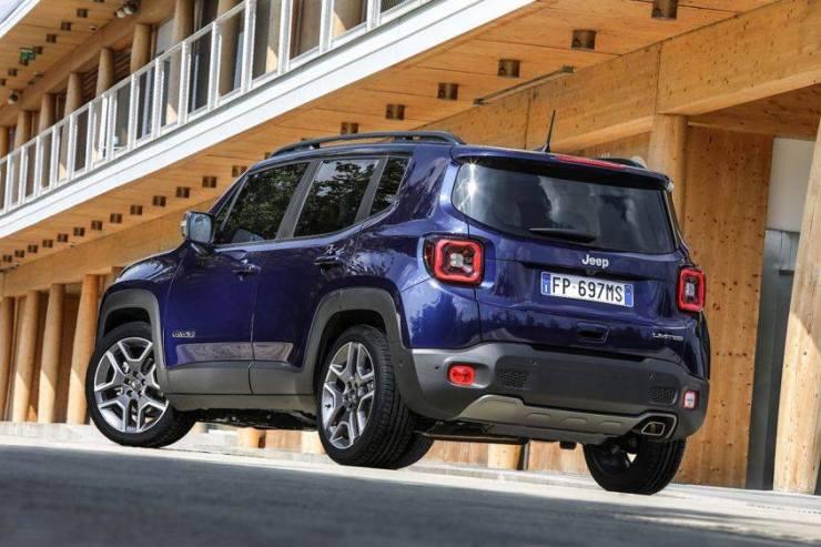 Nuova-Jeep-Renegade-retro Nuova Renegade: il nuovo gioiello di casa Jeep