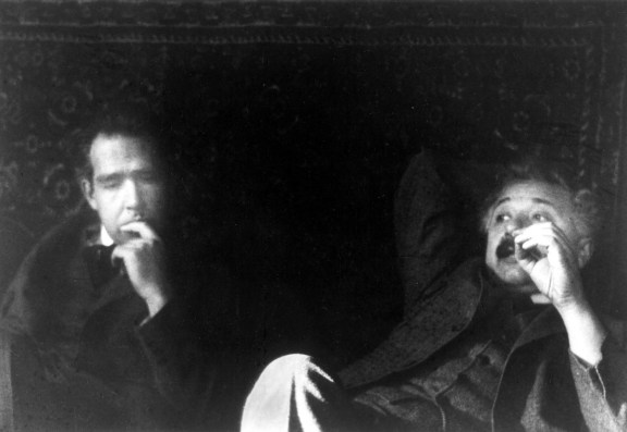Niels Bohr y Albert Einstein