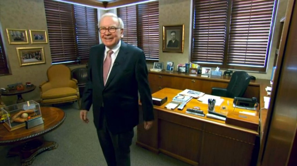 Warren Buffet en su oficina. Foto de famousworkspaces.tumblr.com