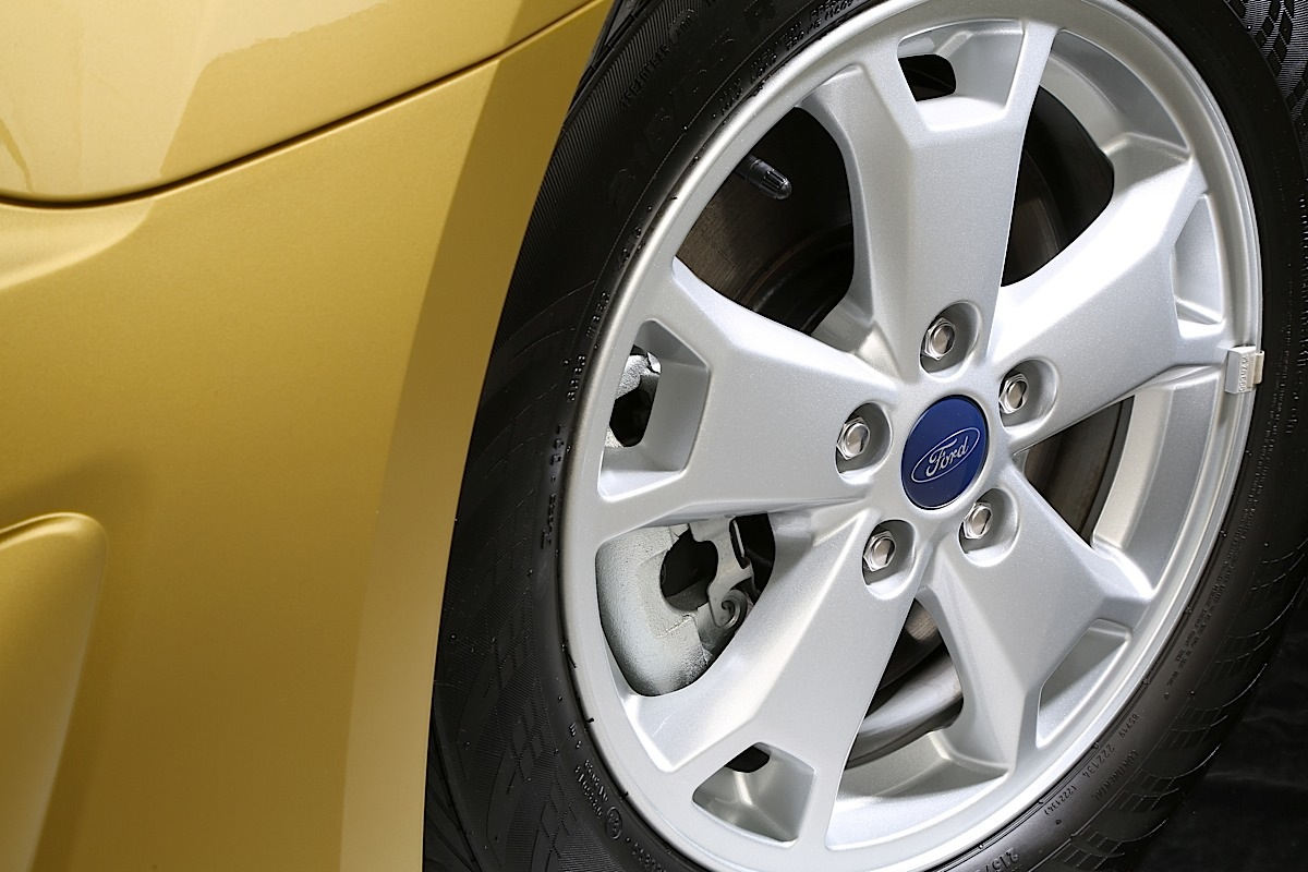 Ford Transit Connect Wagon, close-up of wheel.