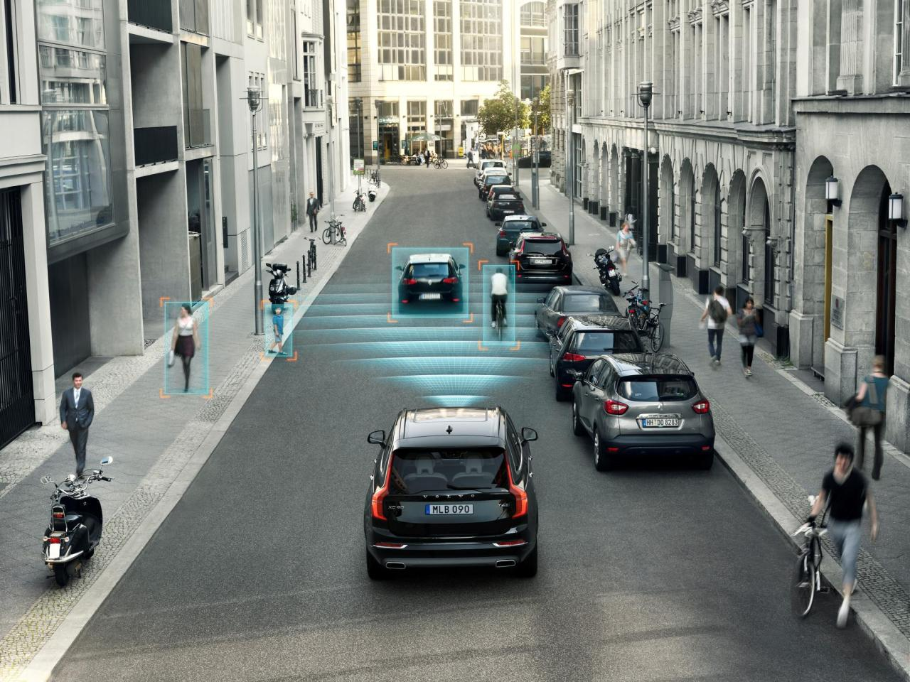The new Volvo XC90's City Safety in action.