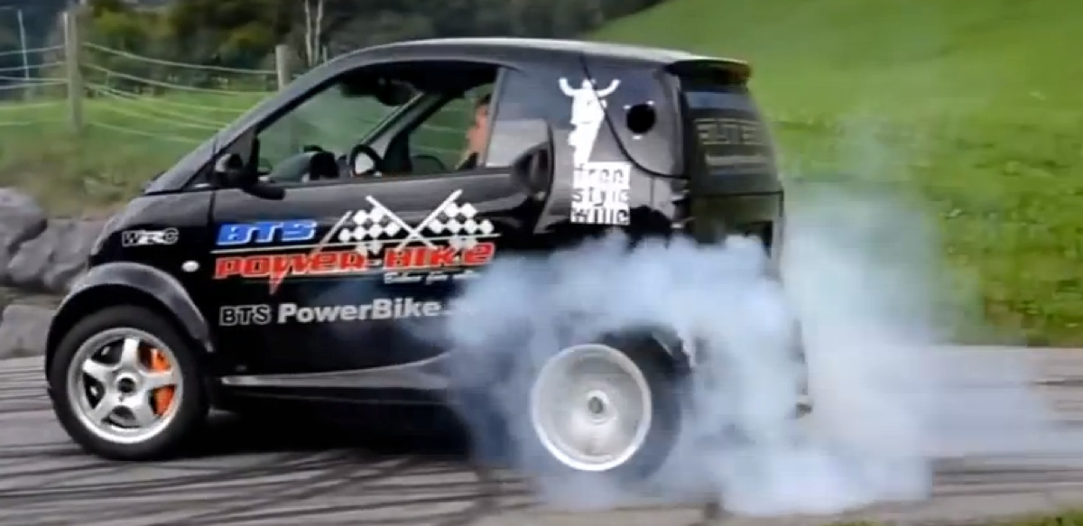 Smart Car with GSXR 1000 engine – mental stuff (video)