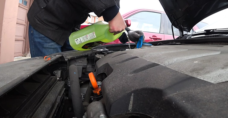 When and Why to Drain Windshield Wiper Fluid