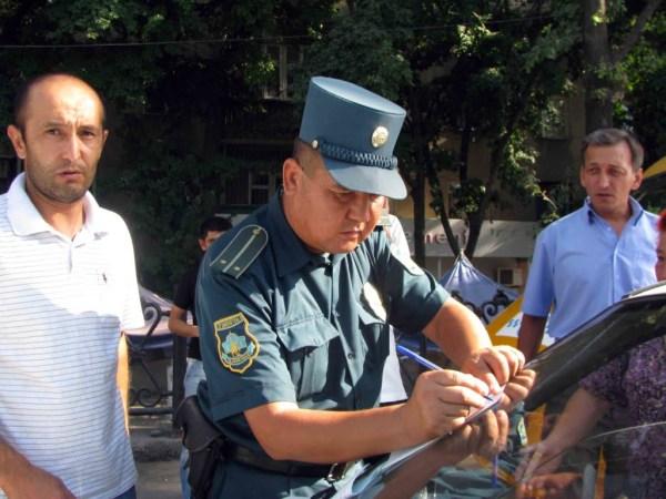 Ташкентские гаишники больше не будут забирать права у водителей