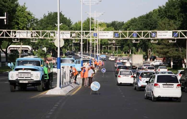 Демонтаж разделительных заборов на проспекте Мустакиллик в Ташкенте