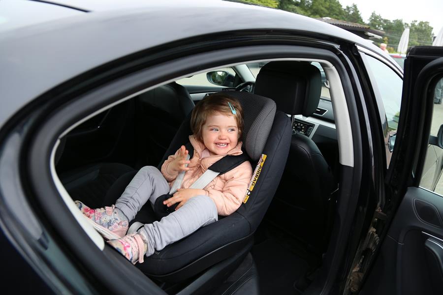 Huolehdi, että lapsi matkustaa turvallisesti – huomioi uuden lain muutokset
