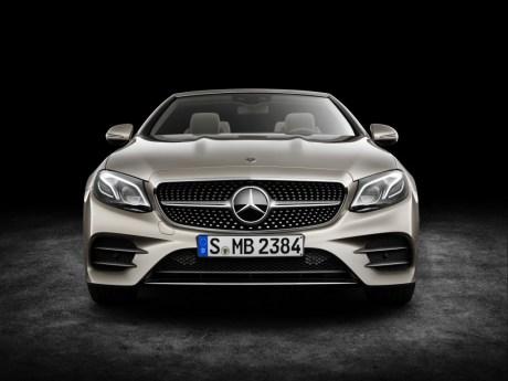 Mercedes-Benz E-Klasse Cabriolet; 2017; Exterieur: aragonitsilber metallic, AMG Line; Interieur: yachtblau / macchiatobeige; Zierteile: Holz sen hellbraun glänzend ; Mercedes-Benz E-Class Cabriolet; 2017; exterior: aragonite silver metallic, AMG line; interior: yacht blue / macchiato beige, trim parts: high-gloss light brown sen wood;