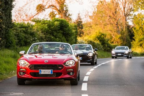 170424_Fiat_124_Spider_sweeps_France_09