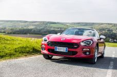 170424_Fiat_124_Spider_sweeps_France_27