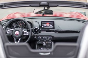 170424_Fiat_124_Spider_sweeps_France_36