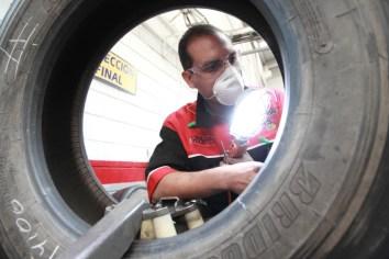 Bridgestone destaca beneficios de renovado llantas