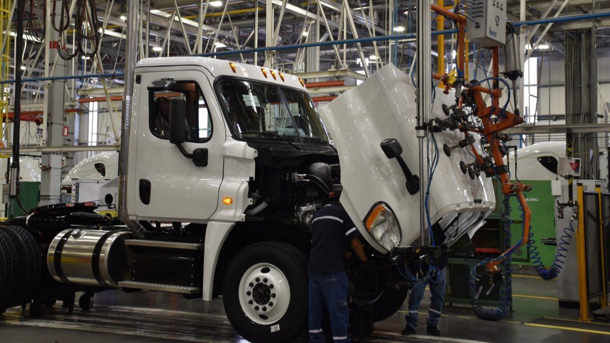 Urge coordinación México-EUA-Canadá para reactivar a la industria