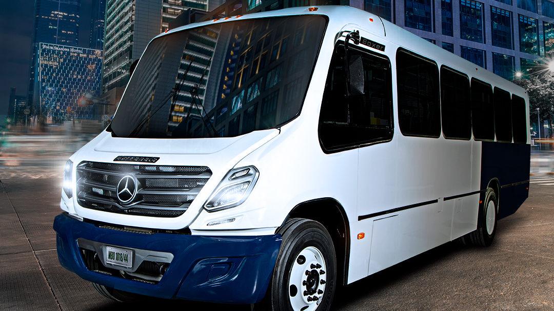 Crea Mercedes-Benz apoyos para el hombre-autobús
