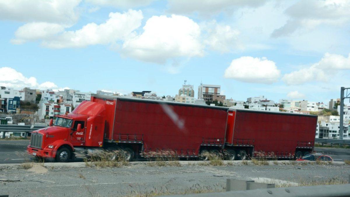Querétaro aplaza restricciones al transporte de carga