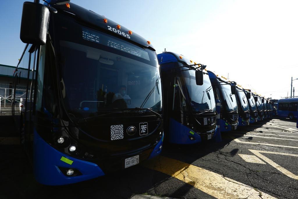 Gobierno de la CDMX da banderazo a 80 nuevos trolebuses