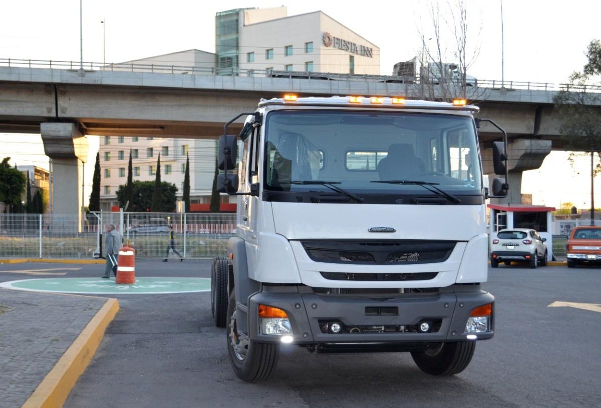 Condona Puebla tenencia de camiones y autobuses en un 80%