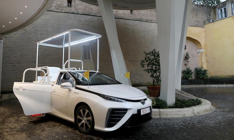 Toyota fabrica «papamóvil» a base de hidrógeno