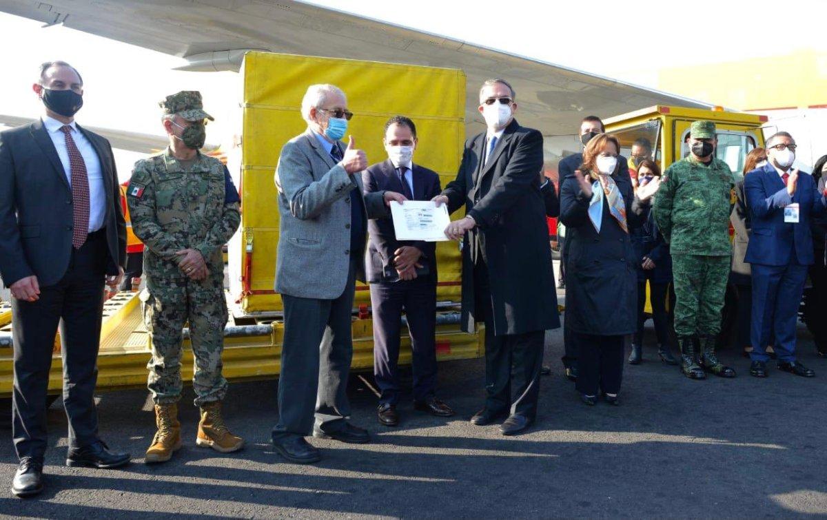 Llega a México primer embarque de vacunas contra el COVID-19