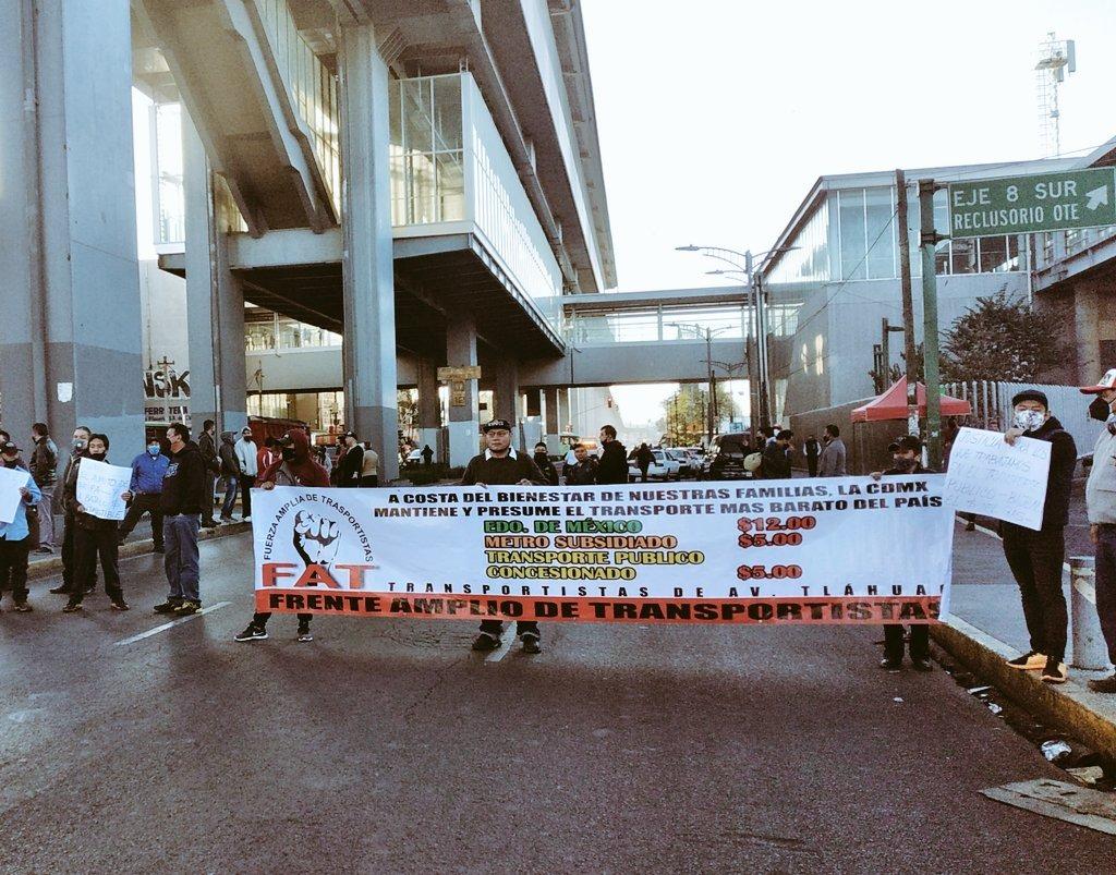 Transportistas de pasaje realizan bloqueos en la Ciudad de México