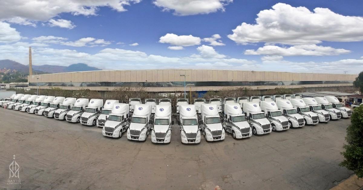 Entrega Navistar 65 tractocamiones LT a Kimberly-Clark de México