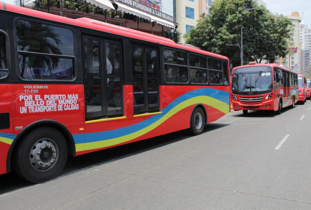 Volkswagen Camiones y Buses participa en la renovación del Acabús