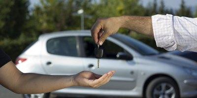 Kupujesz używany samochód? Sprawdź, jakie formalności Cię czekają