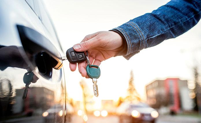 Kiedy opłaca się wynająć samochód z wypożyczalni?