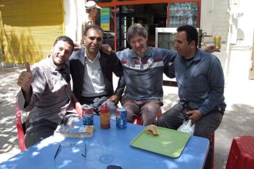 facile de faire des rencontres avec les locaux à Yazd - l'autre ailleurs en Iran, une autre idée du voyage