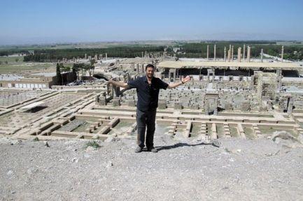 Thierry sur le magnifique site de Persépolis près de Shiraz - l'autre ailleurs en Iran, une autre idée du voyage