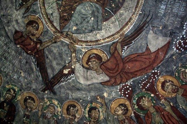 des églises dans des grottes près de Göreme