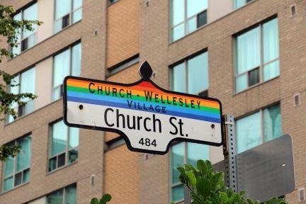 dans le quartier gay