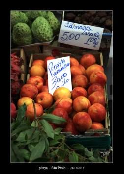 jolis fruits sur le marché de São Paulo