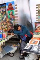 Fatiguée sur le marché d'Otavalo