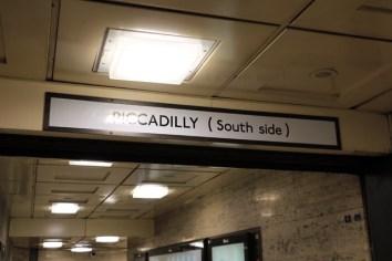 Dans le métro (escale à Londres)