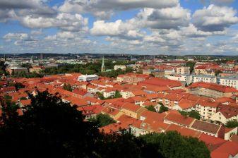 la ville depuis une petite colline